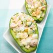 Avocadohälften mit pikanter Füllung