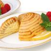 Biskuitkuppel mit Erdbeeren