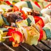 Bunte Gemüsespieße mit Feta