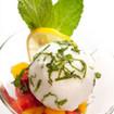 Fruchtsalat mit Pistazien-Eiscreme