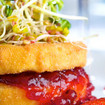 Gebackener Camembert mit Erdbeer-Rhabarber-kompott