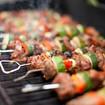 Grillspieße mit Hackfleisch und Gemüse