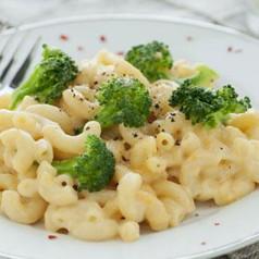 Pasta mit Brokkoli-Käse Sauce