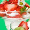 Sahnecreme mit Erdbeeren und Kiwi