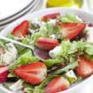 Salat mit Erdbeeren und Schafskäse