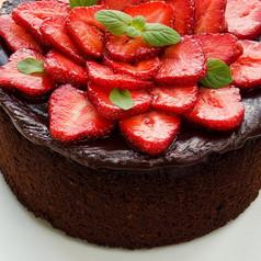 Schokokuchen mit Erdbeeren