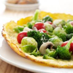 Tomaten und Pfifferlinge auf Broccoliküchlein