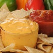 Tortillachips mit Salsadip und Käsesoße