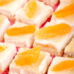 Warmer Aprikosenkuchen mit Vanillesoße